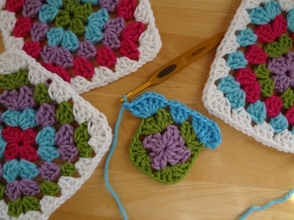 How to Make a Granny Square - Easy Crochet Granny Square Free Patterns for Beginners