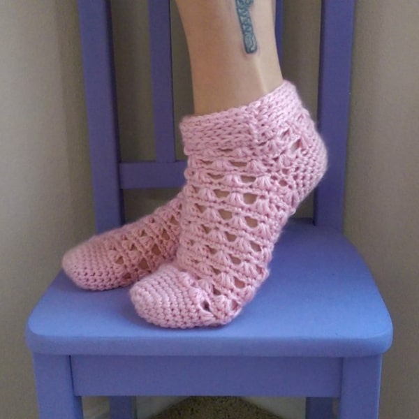 Lazy Daisy Socks - Easy Crochet Sock Patterns for Beginners