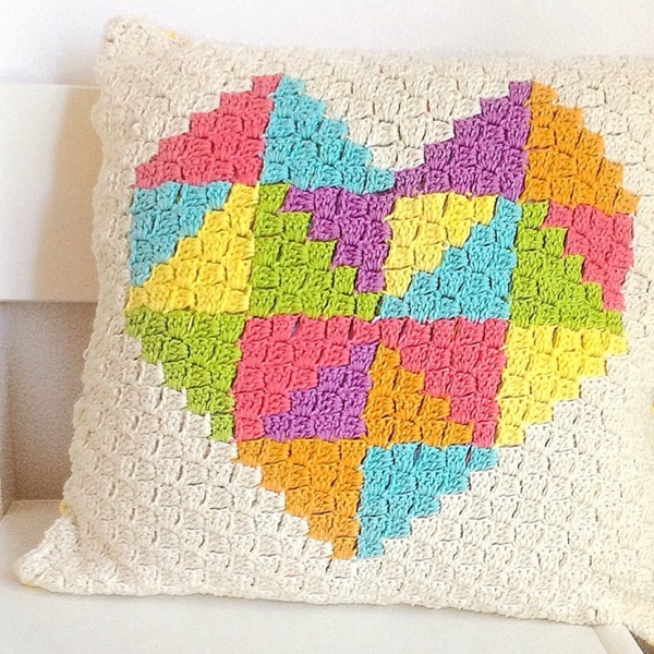 Love Triangle C2C Cushion - Easy Crochet Valentine's Day Free Patterns for Beginners