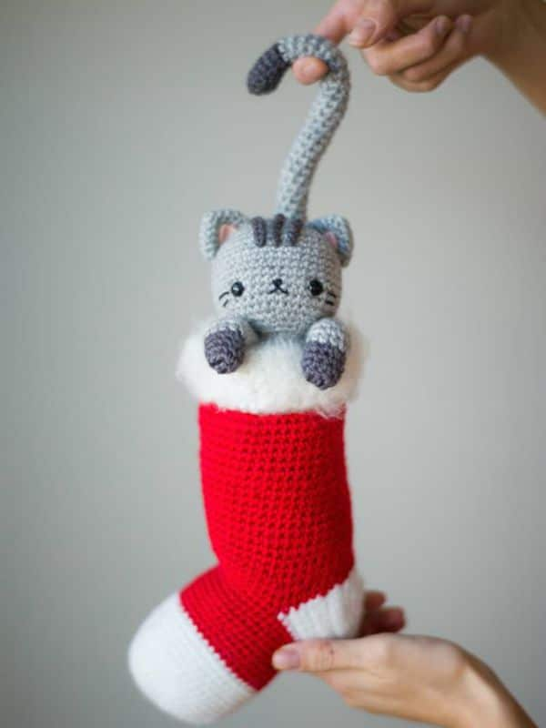 Chester the Curious Christmas Cat - Easy Crochet Cat Patterns for Beginners