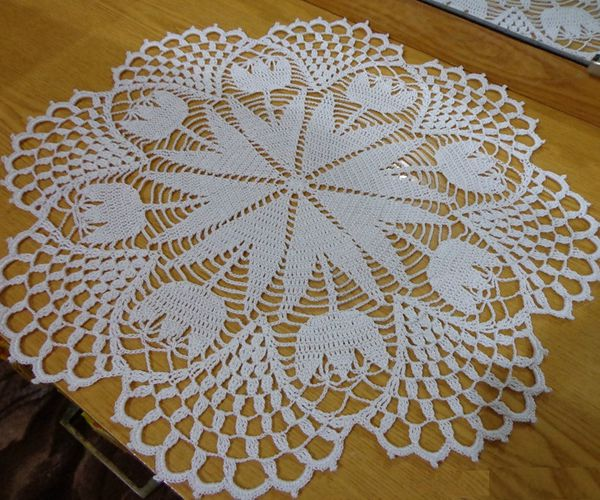 Doily with Tulips - Easy Crochet Doily Patterns for Beginners