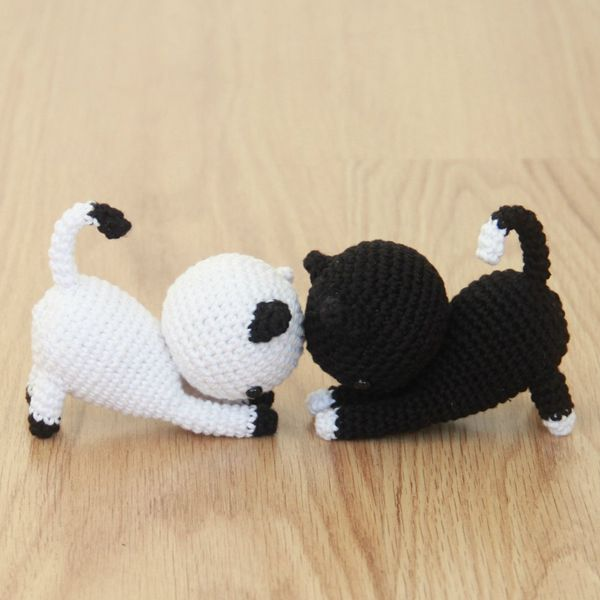 Playing Cats - Easy Crochet Cat Patterns for Beginners