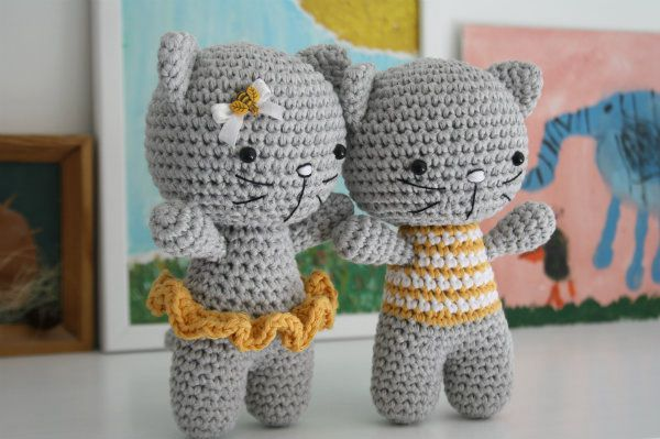 Small Cat with Joined Legs - Easy Crochet Cat Patterns for Beginners