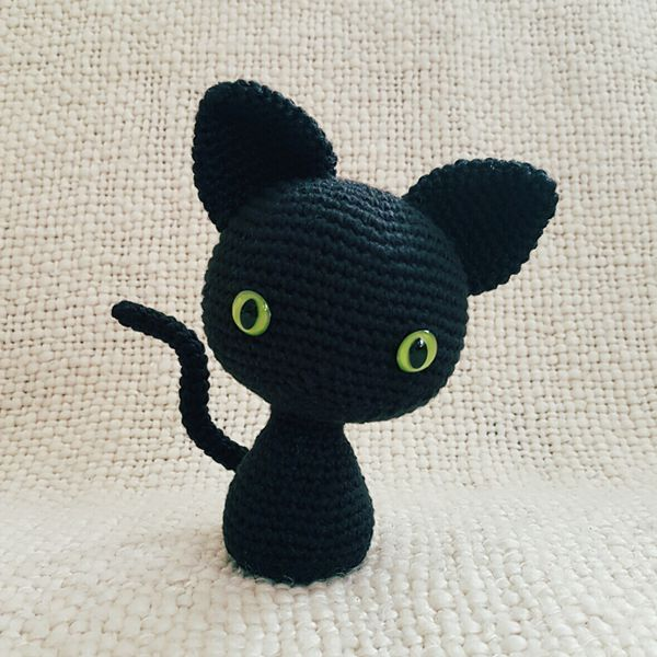 The Minima(listic) Cat - Easy Crochet Cat Patterns for Beginners
